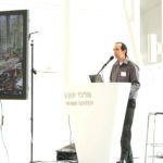 גיא קארו סיגל מומחה דיקור סיני בתל אביב במהלך הרצאה